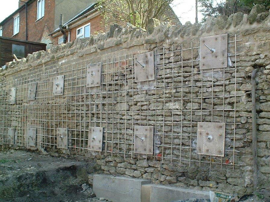 Anchors and Stabilising Grid Inserted to Retaining Wall Completed