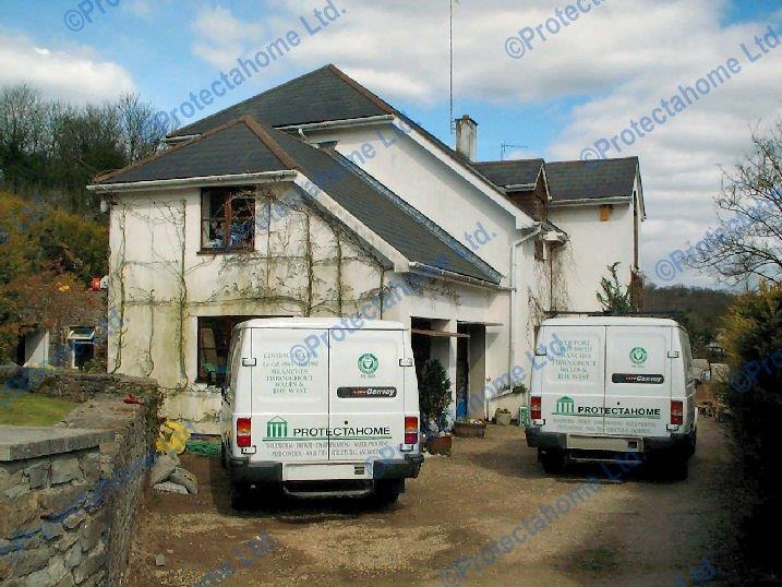 Protectahome vans have been carrying our service since 1980, here are two of the fleet in 2001
